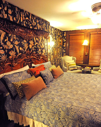 bed, room, wallpaper, lamp, chair, dresser